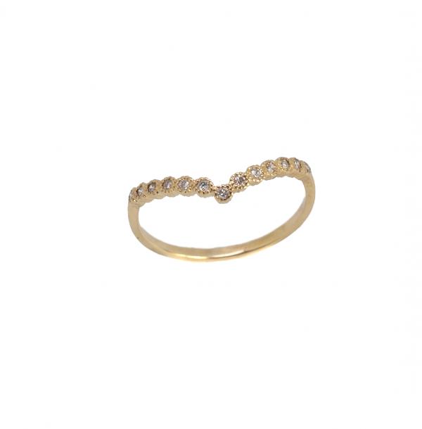 trójkątny pierścionek z brylantami diadem