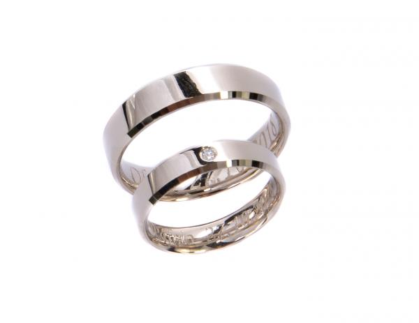 Obrączki Ślubne fazowane z brylantem 0.02ct w białym złocie