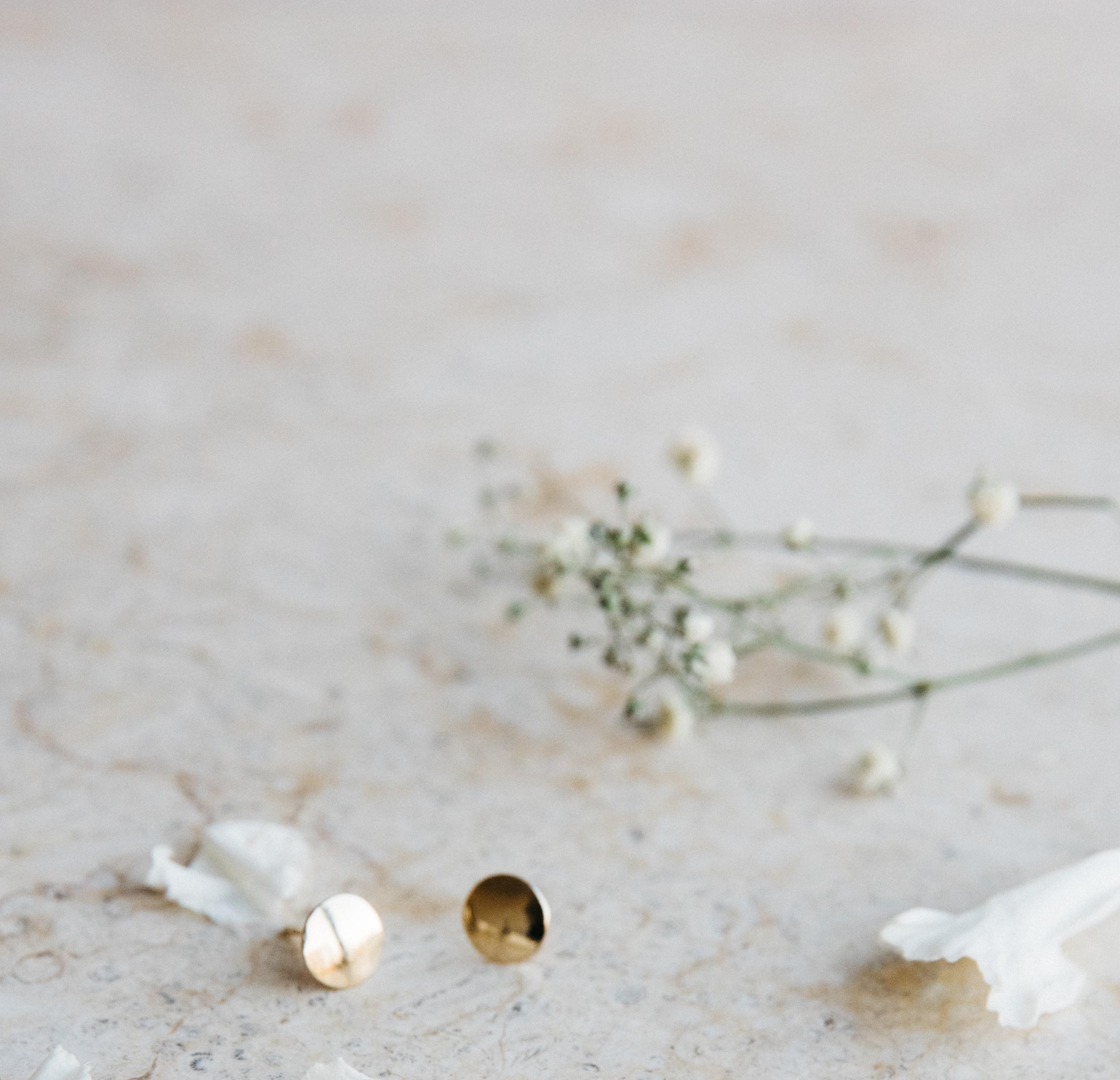 Kolczyki złote guziczki gładkie podkładki