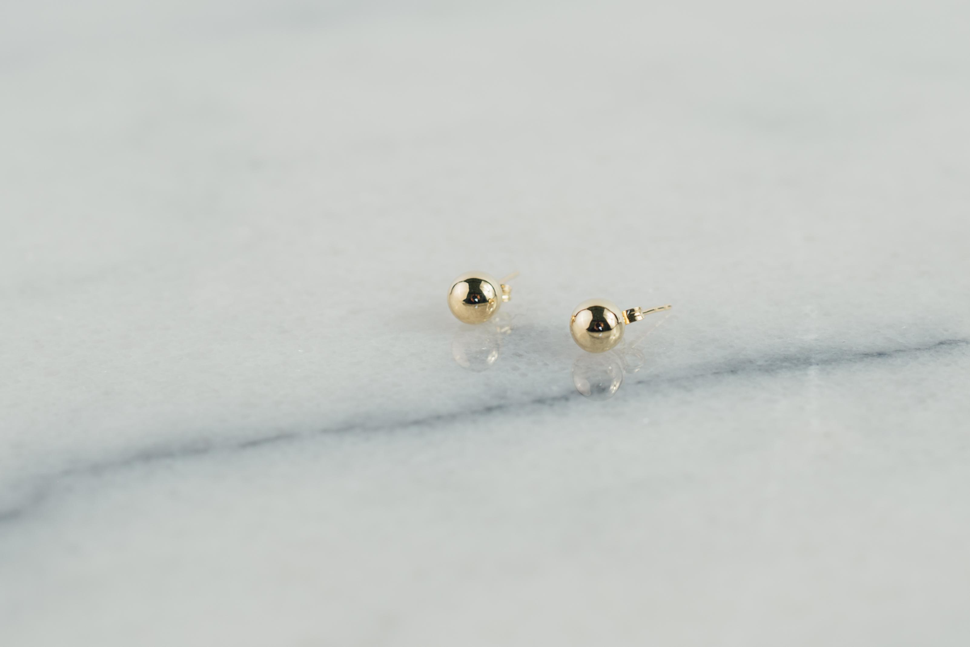 Kolczyki kuleczki gładkie złote na sztyfty
