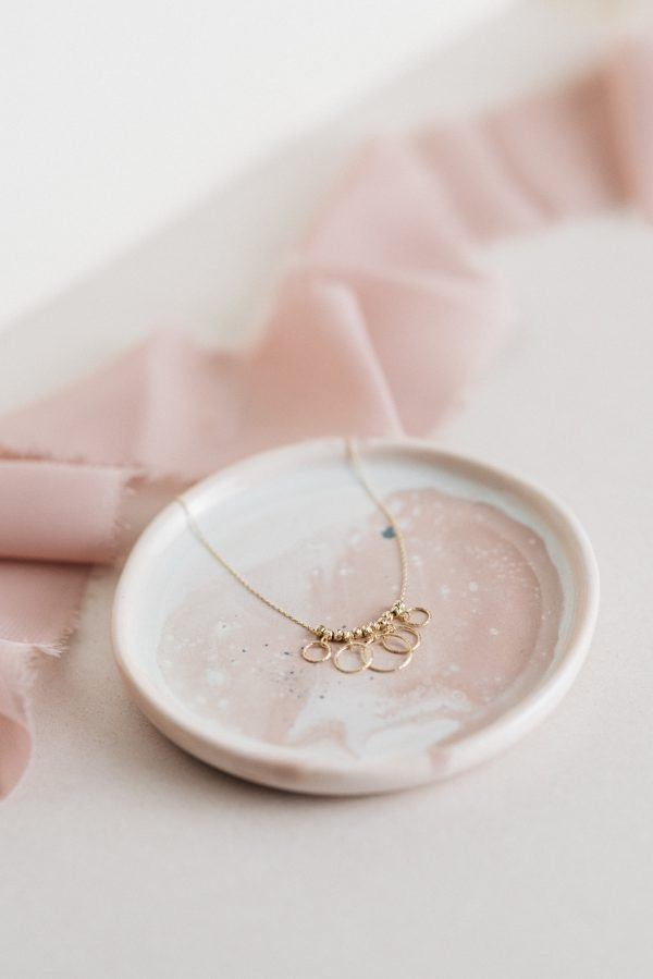 Naszyjnik z diamentowanymi kuleczkami,