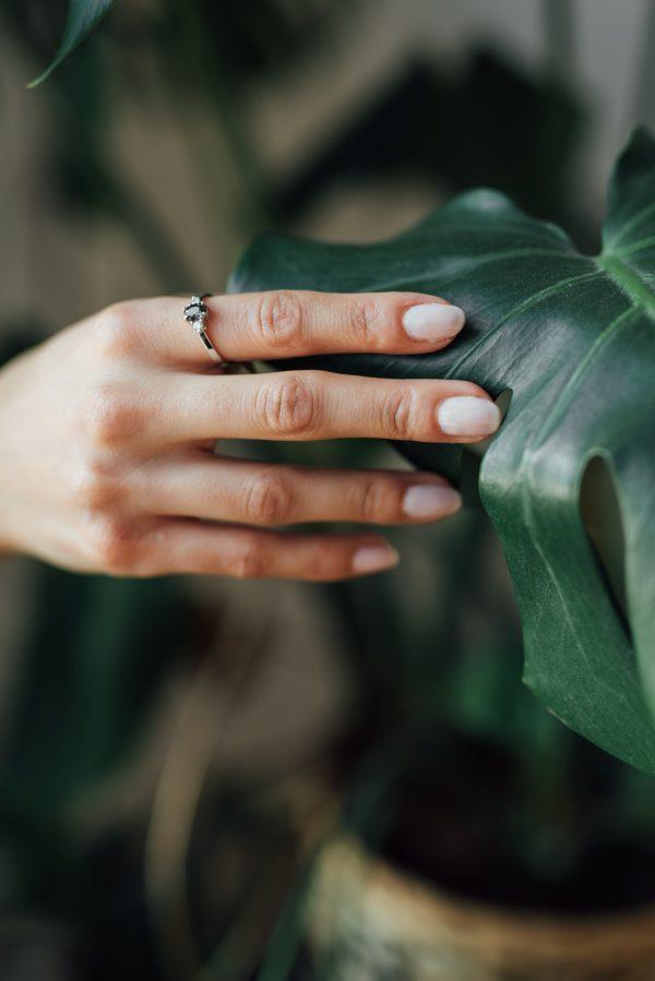 pierścionek z szafirem i brylantami